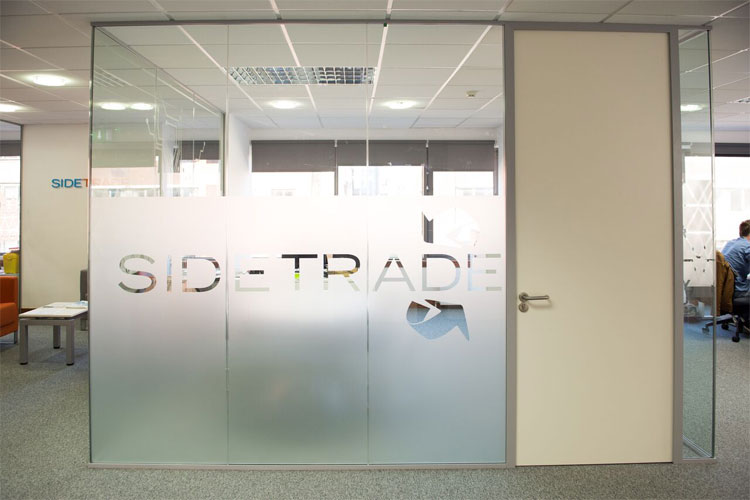 Sidetrade Glass Partition
